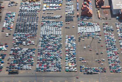 Wagens op terminal roro AET luchtfoto