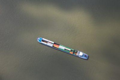 Binnenvaartschip Antwerpse haven luchtfoto