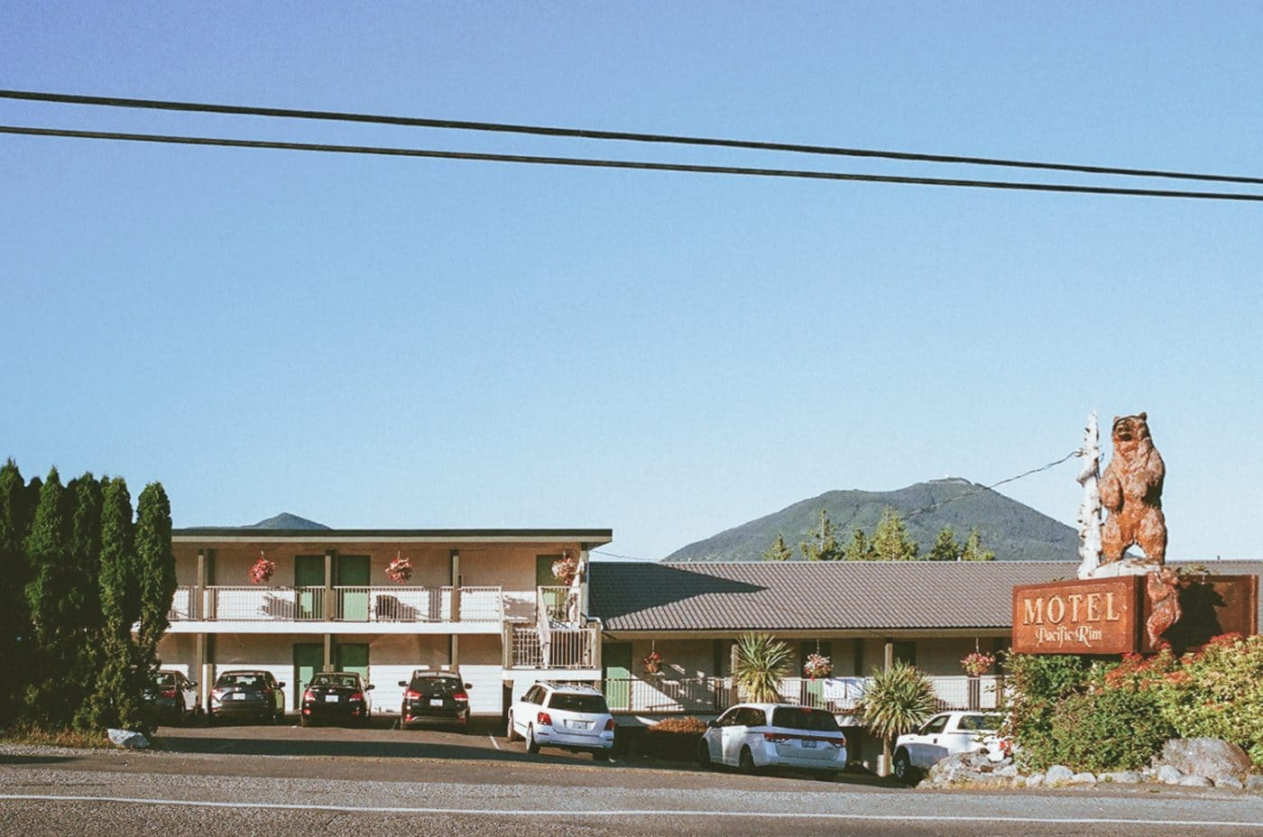 photo series on motels in Canada by Sacha Jennis