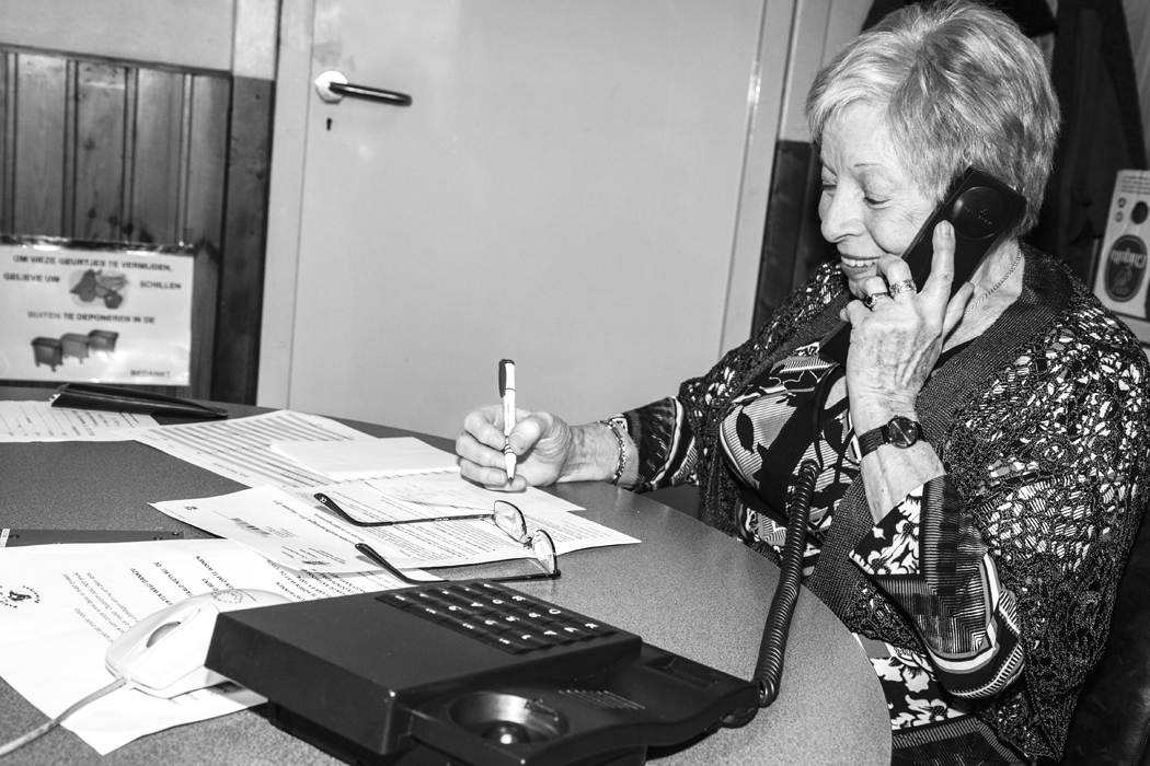 Maggie, telefoniste bij Radio Minerva