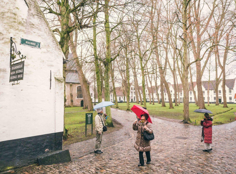 Brugge fotografie begijnhof Sacha Jennis in opdracht Le Monde